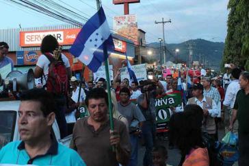 In Honduras protestieren die Menschen weiter gegen Wahlbetrug und die Kandidatur des Präsidenten