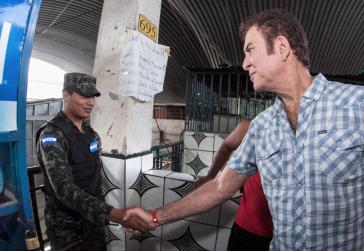 Salvador Nasralla, der Kandidat der Opposition in Honduras, sucht Kontakt zur Armee