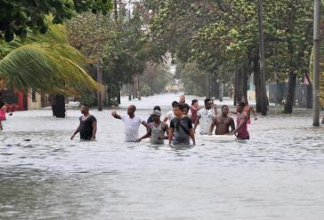 Überschwemmung im Stadtteil Vedado in der kubanischen Hauptstadt Havanna