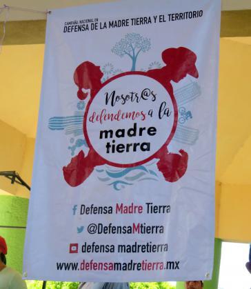 Plakat einer Kampagne zur Verteidigung der Mutter Erde