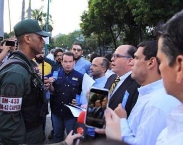 Oppositionspolitiker Julio Borges bei Protesten in Venezuela