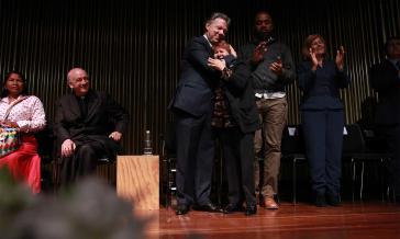 Präsident Santos nach der Unterzeichnung der Dekrete in Kolumbien