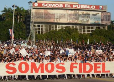 """""""Wir sind Fidel"""" – Fronttransparent der Demonstration"""