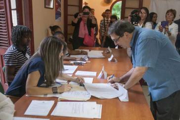 Der Außenminister von Kuba, Bruno Rodríguez, bei der Stimmabgabe am Sonntag