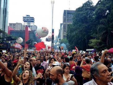 In São Paulo versammelten sich rund 200.000 Menschen auf der Avenida Paulista, um gegen die Reformen zu protestieren