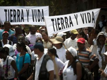 """""""Land und Leben"""": Protestdemonstration gegen Landraub in Kolumbien und für die Rückgabe der Ländereien"""