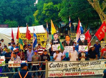 """Beim """"Larga Marcha"""" in Paraguay gegen Armut und die Regierung Cartes"""