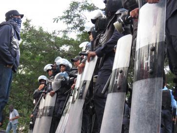 Über 30 Menschen sollen von bewaffneten Kräften der Regierung seit der Skandal-Wahl in Honduras bereits getötet worden sein
