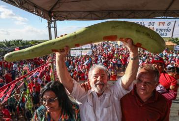 Brasiliens Ex-Präsident Lula da Silva beim Besuch eines Camps der Landlosenbewegung MST in Sergipe am 23. August