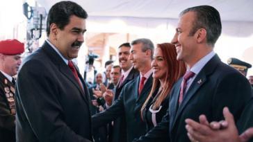 Präsident Maduro gratuliert Tareck el Aissami (rechts im Bild) zur Ernennung zum Vizepräsidenten Venezuelas am 26. Januar 2017