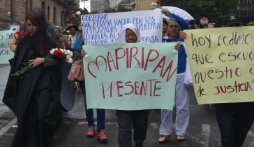 Gedenken an das Massaker von Mapiripan im Jahr 1997 bei einer Demonstration gegen Straflosigkeit in Kolumbien