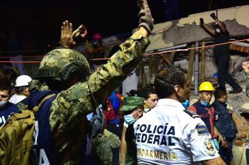Polizei und Armee kamen erst nicht, dann drängten sie die  freiwilligen Helfer zurück