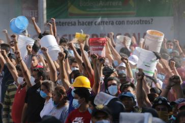 Zivile Helfer nach den Beben in Mexiko