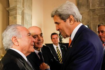 Brasiliens nicht gewählter Präsident Temer mit US-Außenminister John Kerry beim Empfang anläßlich der Olympischen Spiele 2016 in Rio de Janeiro. Rechts neben Temer sein Chefdiplomat Serra