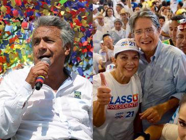 Leinín Moreno (links) und Guillermo Lasso (rechts, mit Ehefrau) treten am Sonntag in Ecuador bei der Stichwahl für das Präsidentenamt an