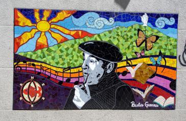 Ein Mosaik der Künstlerin Paula Guerra zu Ehren Pablo Nerudas  im Stadtteil Bellavista von Santiago, Chile