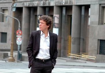 Der argentinische Journalist Pedro Brieger, Gründer der Nachrichtenseite nodal.am