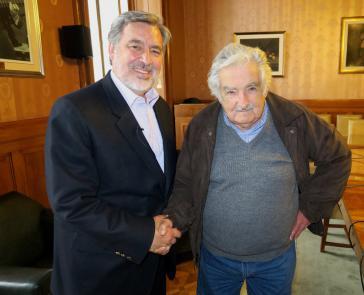 """Der ehemalige Präsident von Uruguay und Mitbegründer der uruguayischen Frente Amplio, José """"Pepe"""" Mujica, kam zum Abschluss der Wahlkampagne Guilliers nach Chile"""