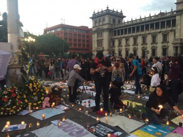 Proteste und Beileidsbekundungen auf dem Hauptplatz in Guatemala-Stadt