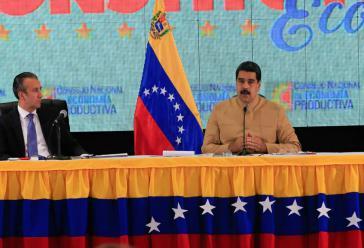 Präsident Maduro beim Treffen des Nationalen Rates für produktive Wirtschaft. Links von ihm sein Vize Tareck El Aissami