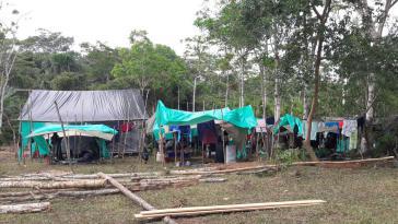 In den Übergangslagern fehlt es an allem: sogar an Trinkwasser, Lebensmitteln und grundlegender Gesundheitsversorgung