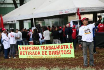 Gewerkschafter protestieren im Regierungsviertel gegen die Arbeitsmarktreform
