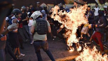 Lynchmorde der Opposition – wie hier am 20. Mai in Caracas, Venezuela – wurden völlig ausgeblendet