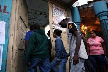 Wahllokal im Stadtteil Petare von Caracas am Tag der Regionalwahl