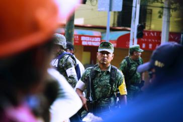 Auch Soldaten werden zur Nothilfe in Mexiko-Stadt eingesetzt