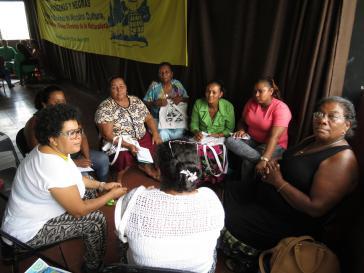 """Teilnehmerinnen des 2. Treffens indigener und schwarzer Frauen """"Für die Verteidigung unserer Kultur, Länder und Gemeingüter"""" in Honduras"""