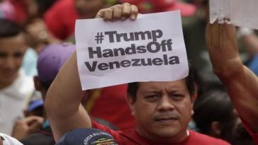 """Demonstrationsteilnehmer in Venezuela: """"Trump - Hände weg von Venezuela"""""""