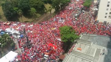 Dem Aufruf des Regierungslagers in Venezuela folgten Hunderttausende