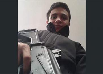 """Bewaffneter Träger des """"Sacharow-Preises für geistige Freiheit"""" des Europaparlaments: Lorent Saleh aus Venezuela"""