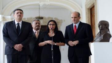 Präsidentin der Verfassungsversammlung von Venezuela, Delcy Rodríguez (mi.)