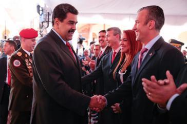 Venezuelas Präsident Maduro gratuliert dem neuen Vizepräsidenten El Aissami zu seiner Ernennung