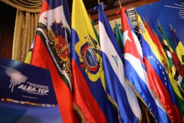 Fahnen der Mitgliedsstaaten des Alba-Bündnisses. Doch auch rechte Regierungen schlossen sich der Kritik an Trump an