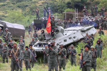 """An der Militärübung """"Souveränität 2017"""" nehmen nach offiziellen Angaben rund 900.000 Personen teil"""