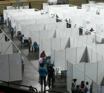Oppositionelle verbreiteten zahlreichen Fotos, die geringe Wahlbeteiligung belegen sollen