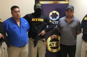 Juan Carlos Cruz und Miguel Arcángel Rosales nach ihrer Verhaftung in Honduras
