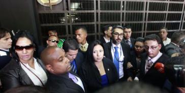 Vor verschlossenen Türen: Der vom Obersten Gerichtshof von Venezuela ernannten Vize-Generalstaatsanwältin Katherine Harrington wurde der Einlass in ihre Behörde verweigert