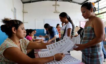 Wahllokal in Ecuador am Sonntag. Die Stimmenauszahl verzögert sich, das endgültige Ergebnis liegt noch nicht vor