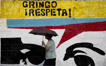 Wandbild mit den Augen von Hugo Chávez fordert Respekt von den USA für Venezuela