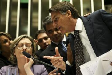 In einer Debatte über Gewalt gegen Frauen und Mädchen im September 2016 beschimpfte der rechte Abgeordnete Jair Bolsonaro die Abgeordnete Maria do Rosário.