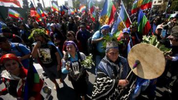 In Santiago fand am spanischen Nationalfeiertag eine Demonstration der Mapuche gegen Gewalt und Unterdrückung statt