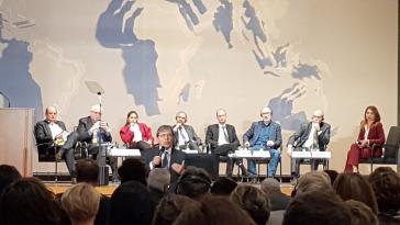 Der kolumbianische Außenminister Carlos Holmes Trujillo ergriff zum Ende der Konferenz noch einmal das Wort, um nach starker Kritik wirtschaftliche Investitionen zu verteidigen