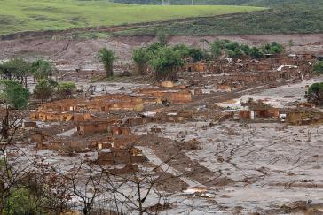 Das Dorf Bento Rodrigues, im Distrikt Mariana, Brasilien,nach der toxischen Flut