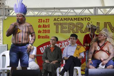 In der brasilianischen Hauptstadt Brasília demonstrierten Vertreter von über 100 indigenen Stämmen für den Schutz von Land