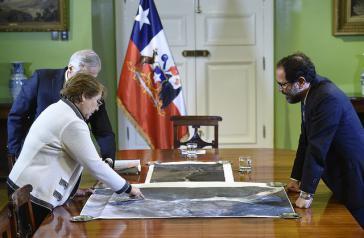 Auch über den Grenzfluss Silala wird vor Gericht zwischen Chile und Bolivien gestritten. Hier die ehemalige Präsident Chiles, Michelle Bachelet, bei Beratungen über den das Gebiet im Jahr 2016