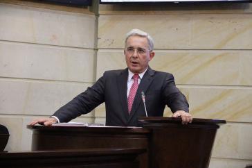 Gegen den früheren Präsidenten und Gouverneur von Anitoquia, Álvaro Uribe, wird im Zuge der neuen Anklage gegen Chiquita einmal mehr wegen seiner Verbindungen zum Paramilitär ermittelt