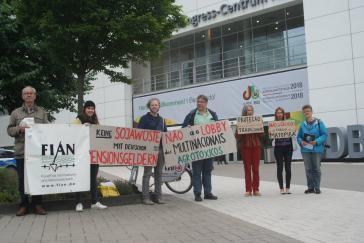 Aktivisten am Montag vor der deutsch-brasilianischen Wirtschaftstagung in Köln